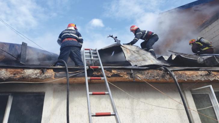 Incendiu la acoperișul unei școli din Toplița