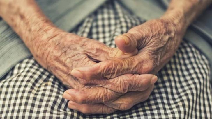 O bătrână a murit în fața spitalului din Corabia, așteptând o scrisoare medicală