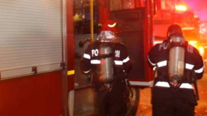 Incendiu pe strada Gării din Focşani. Trei echipaje de pompieri au fost trimise la intervenție