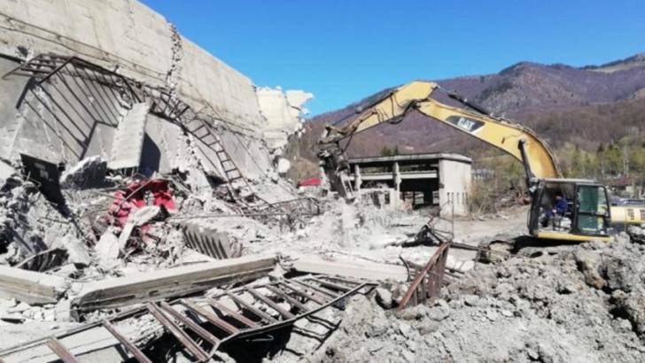 Accident într-o mină de aur: 11 mineri prinși în subteran ar putea aștepta încă 15 zile pentru a fi salvați