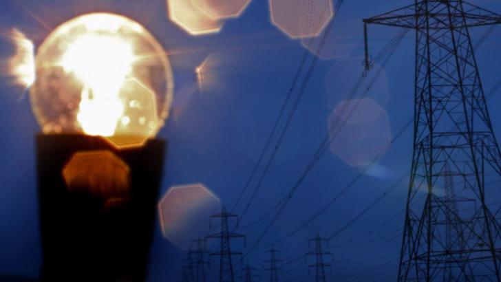 Românii - DESPĂGUBIȚI de furnizorii de energie pentru penele de curent - AMENZI uriașe dacă reclamațiile nu sunt preluate la timp