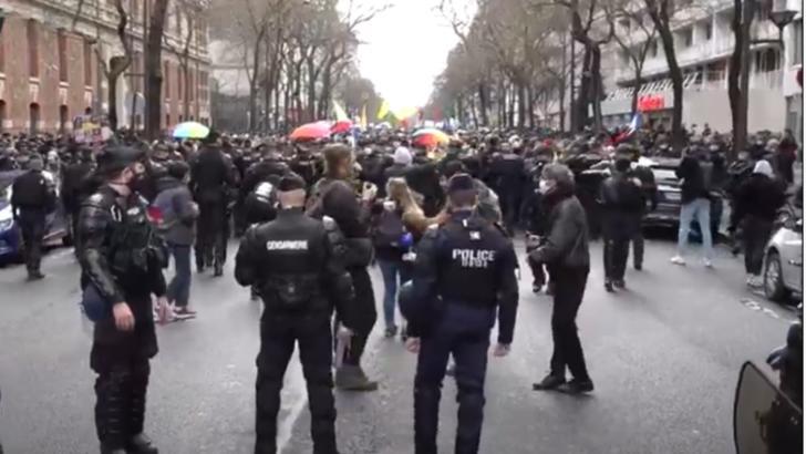 Proteste cu violențe
