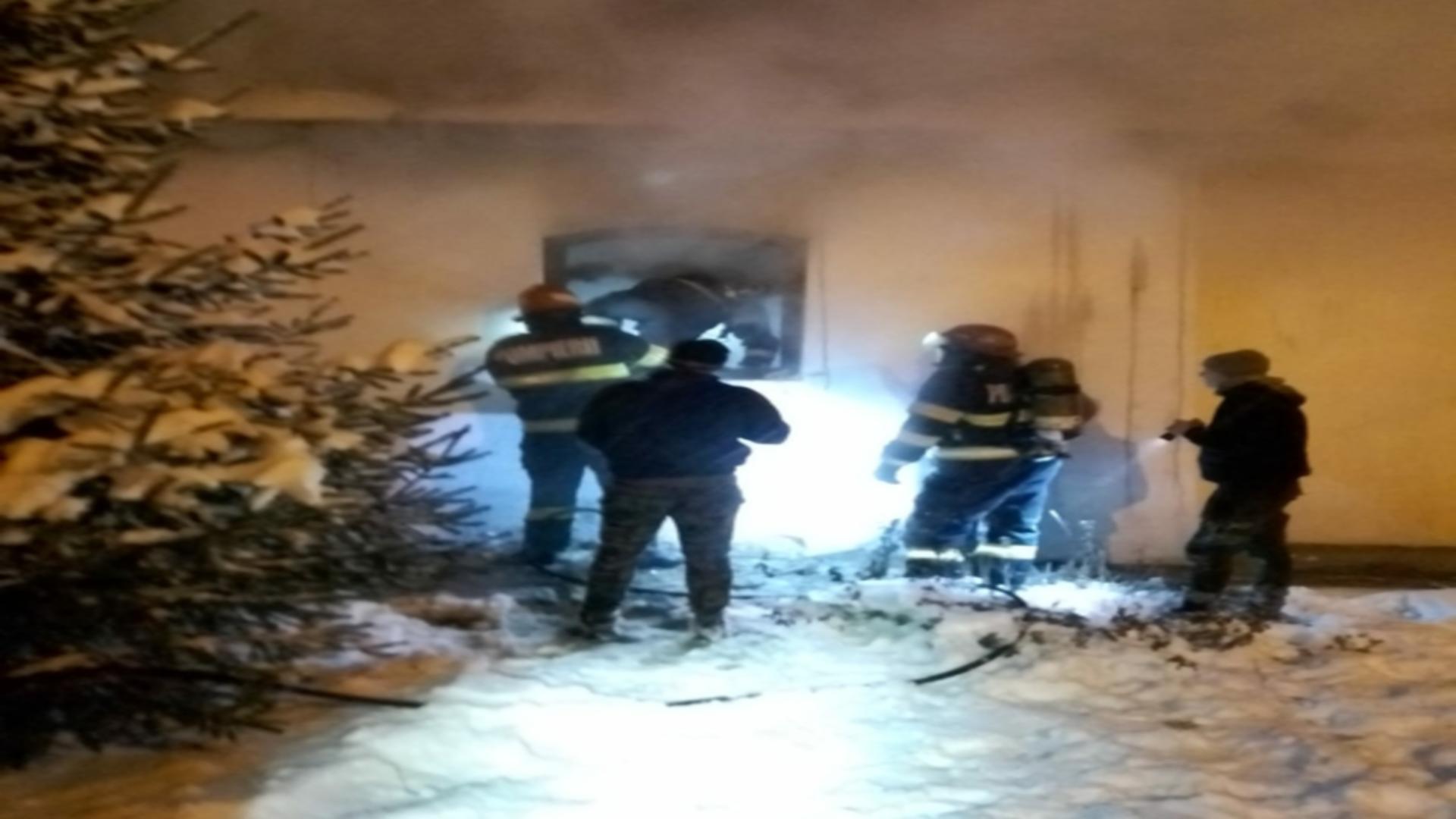 Intervenție pompieri incendiu biserică Botoșani