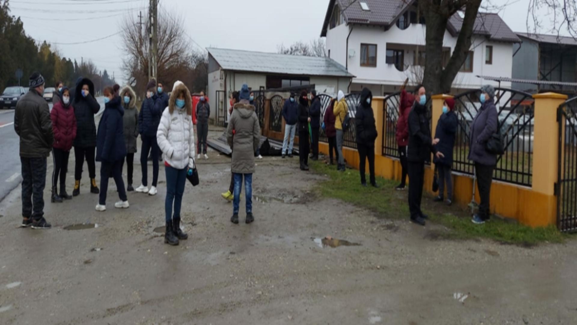 Protest părinți școală Olt