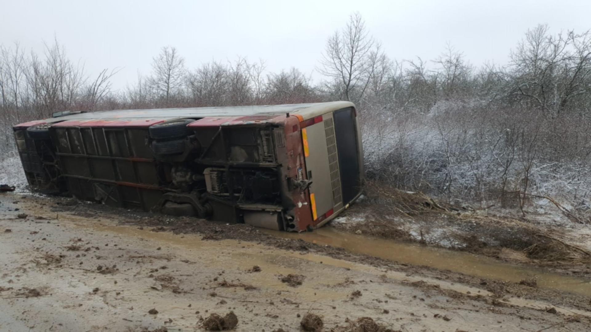 Accident de autocar in judetul Caraș Severin. (foto ISU Caraș)