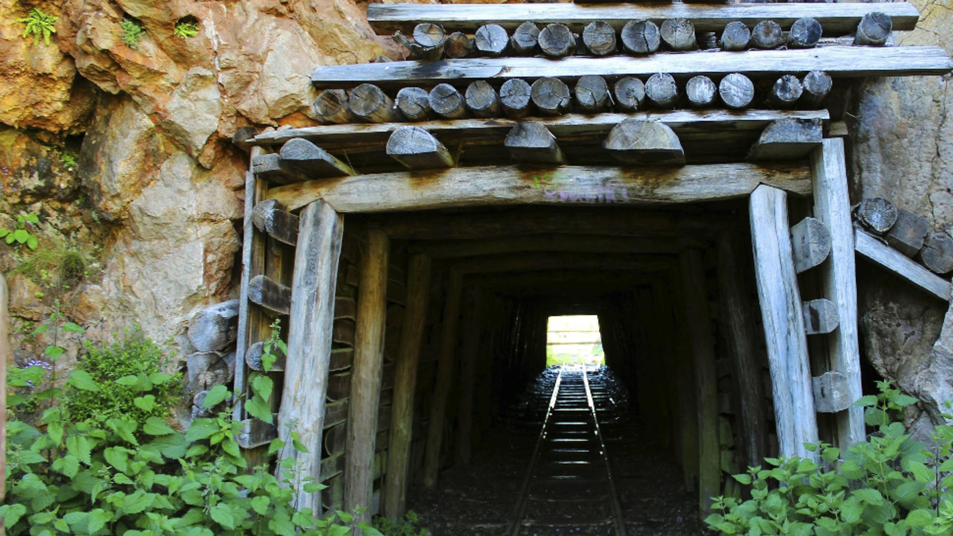Mineri blocati in subteran