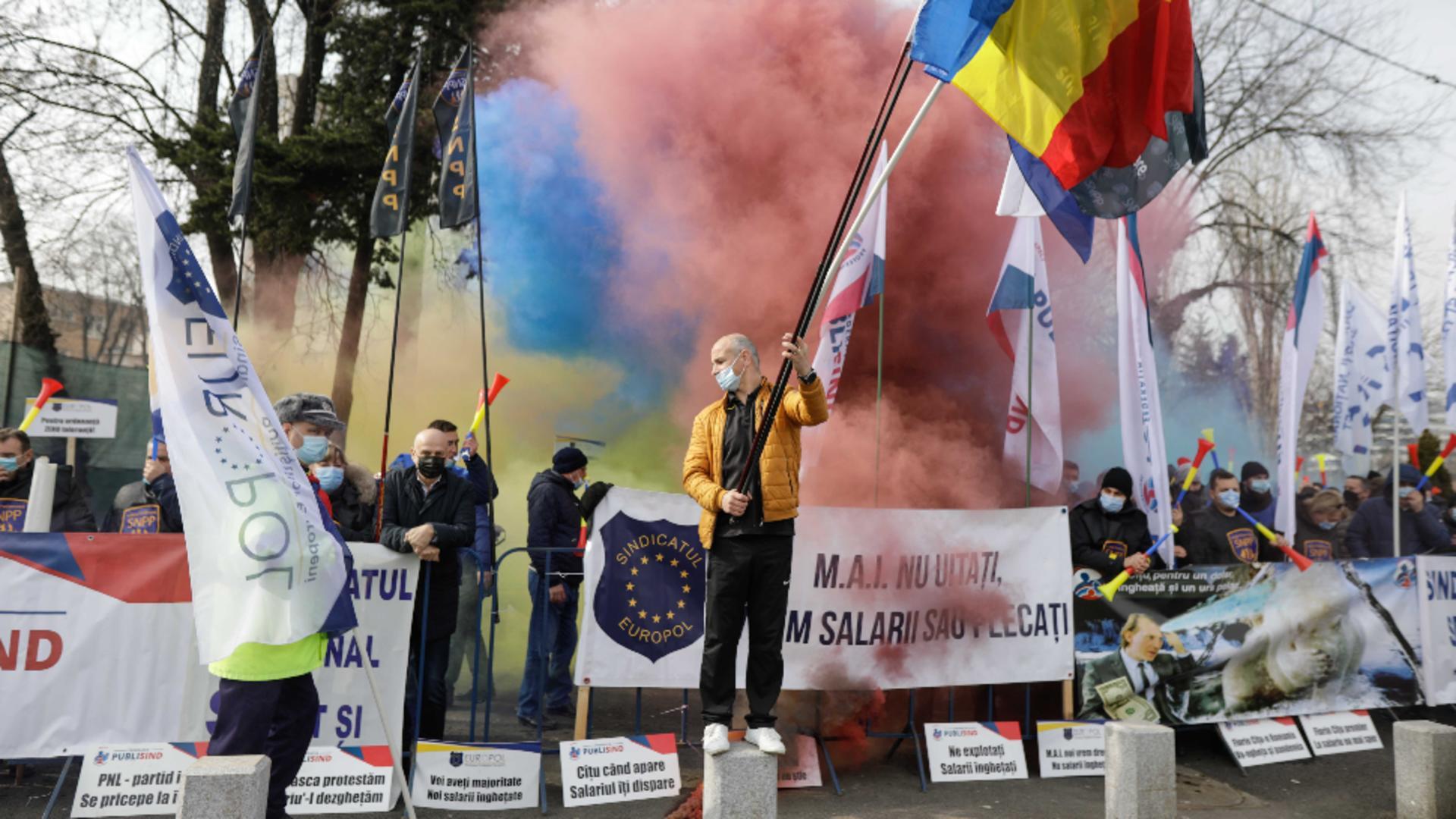 Sindicatele din poliție s-au încăierat cu jandarmii la protestul din fața Palatului Cotroceni Foto Inquam