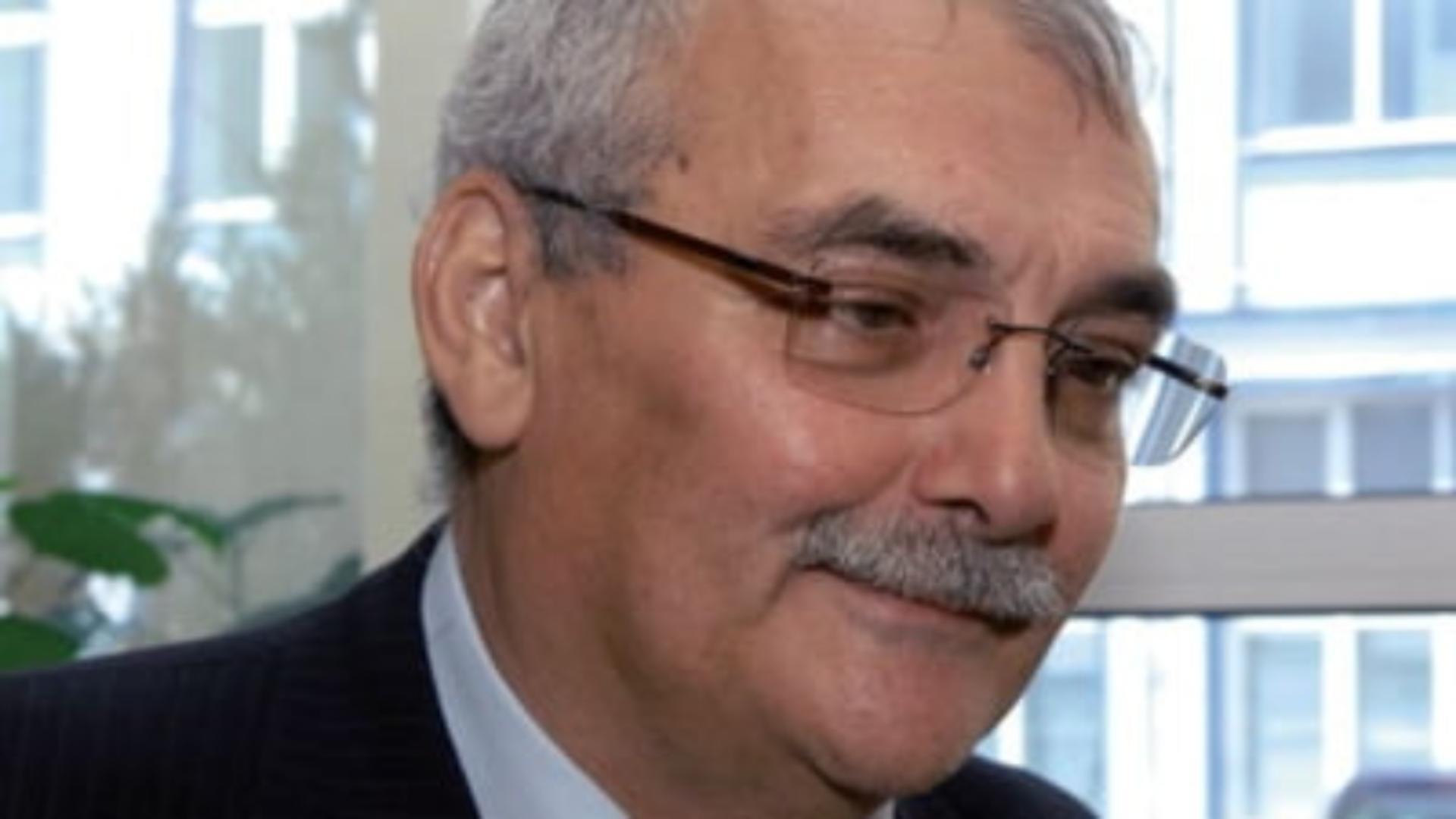 Răzvan Temeșan a condus Bancorex în perioada 1992-1997. A murit în octombrie 2020 de COVID-19.