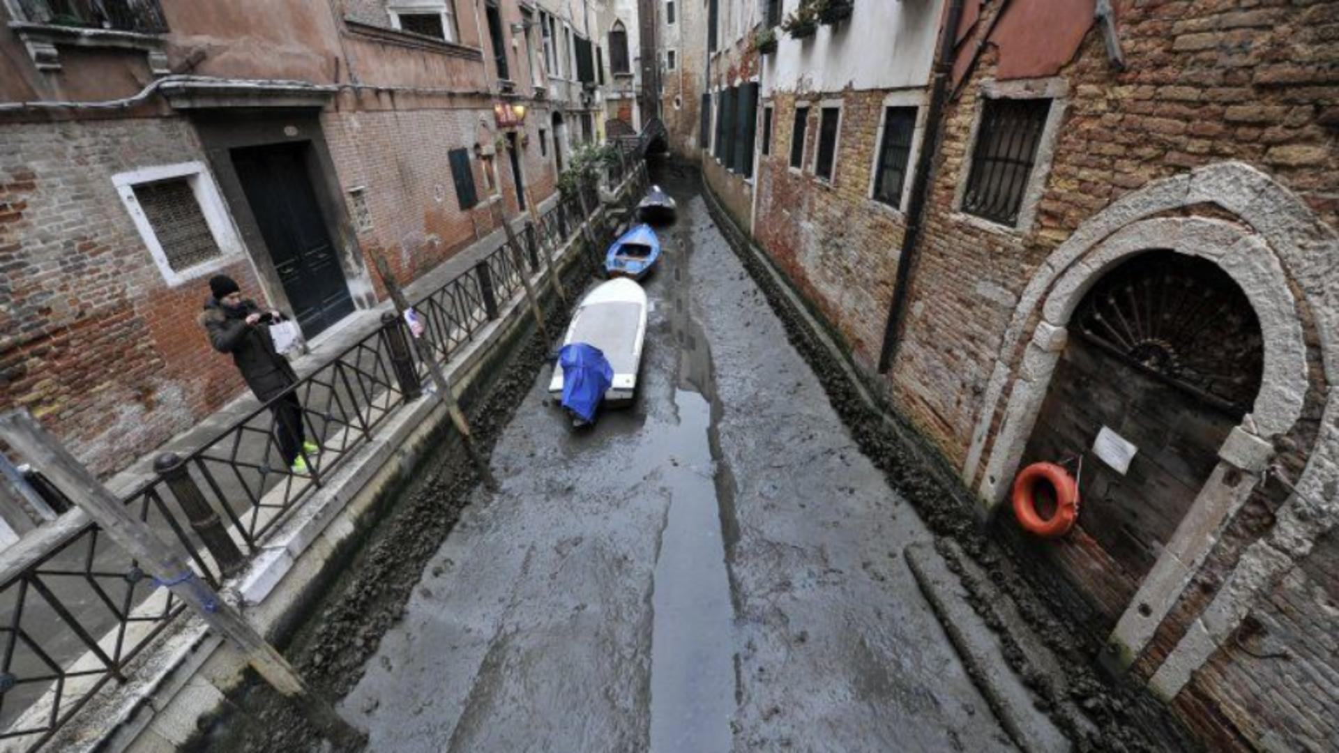 Canalele navigabile ale Veneției au secat Foto Pinterest
