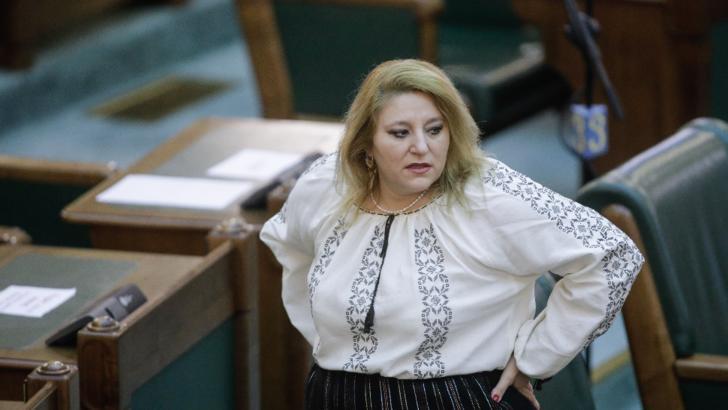 Exclusă din AUR, Diana Șoșoacă aruncă cu acuzații în toate părțile