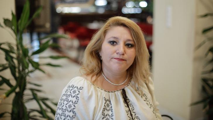 Diana Șoșoacă a fost amendată de polițiști după ce a participat la o petrecere unde nu a purtat mască