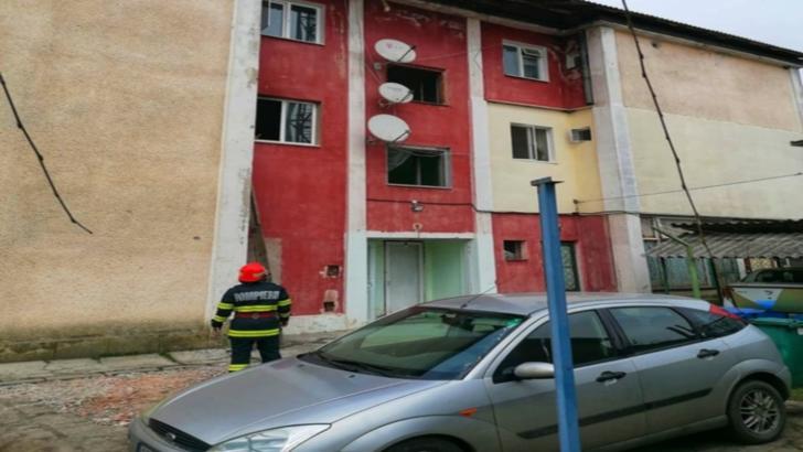 Intervenție pompieri incendiu apartament Comana