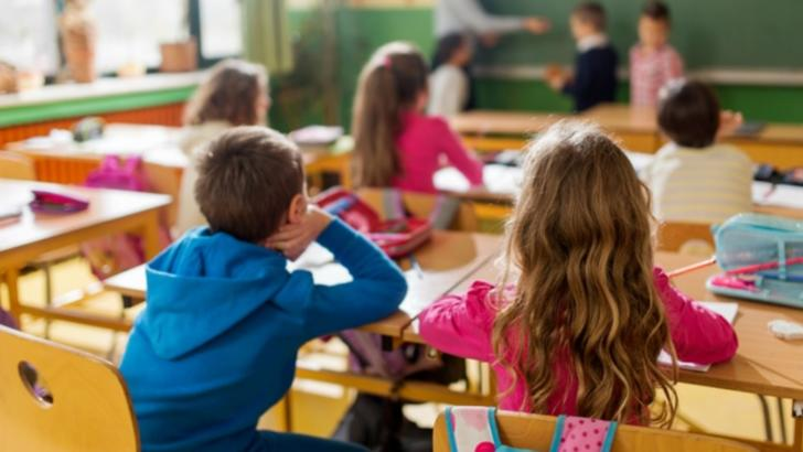 Ministerul Educației a publicat incidența coronavirus pe localități - UNDE merg elevii fizic la școală din 5 mai 2021