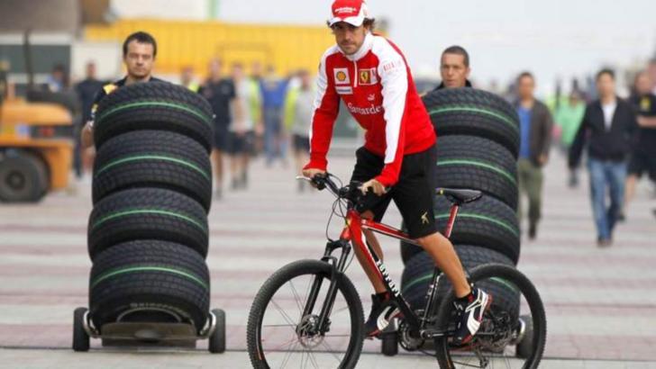 Pilot de Formula 1, internat în spital după a fost lovit de o mașină când se plimba cu bicicleta