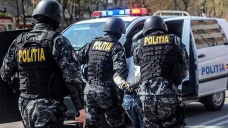 Poliția duce la autospecială un suspect reținut FOTO Inquam