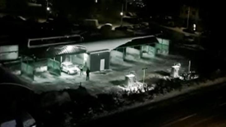 VIDEO   Cum se spală, mai nou, mașina de poliție? Cu megafonul!