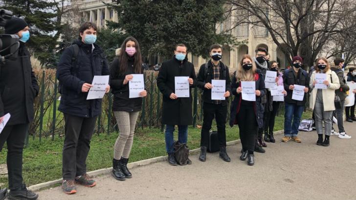 Protest al elevilor și studenților față de eliminarea gratuității pe transport Foto: Facebook.com