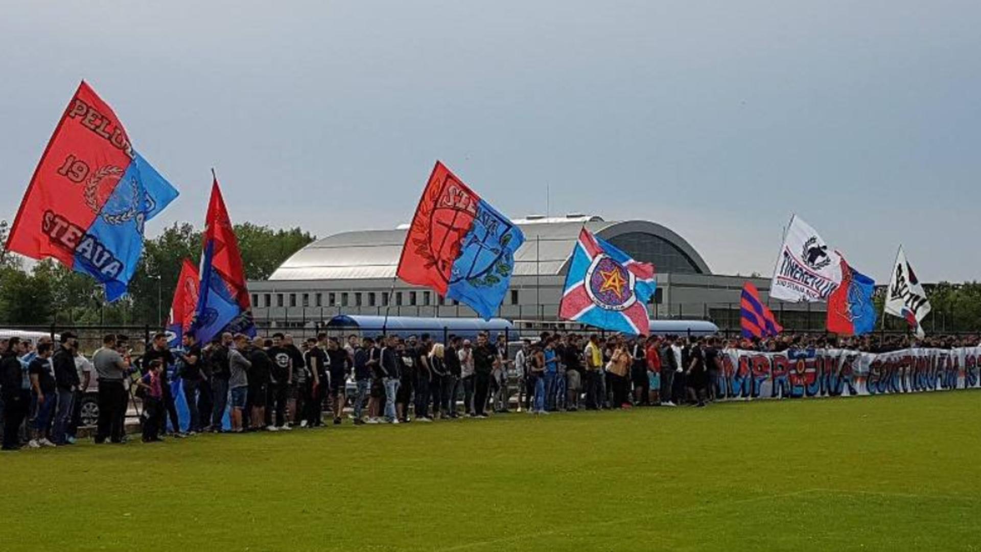 """Steaua, încurajată de ultrași înaintea derby-ului cu FCSB 2: """"Intrați în ei ca lupii-n oi! Să tremure când mai aud de noi!"""""""