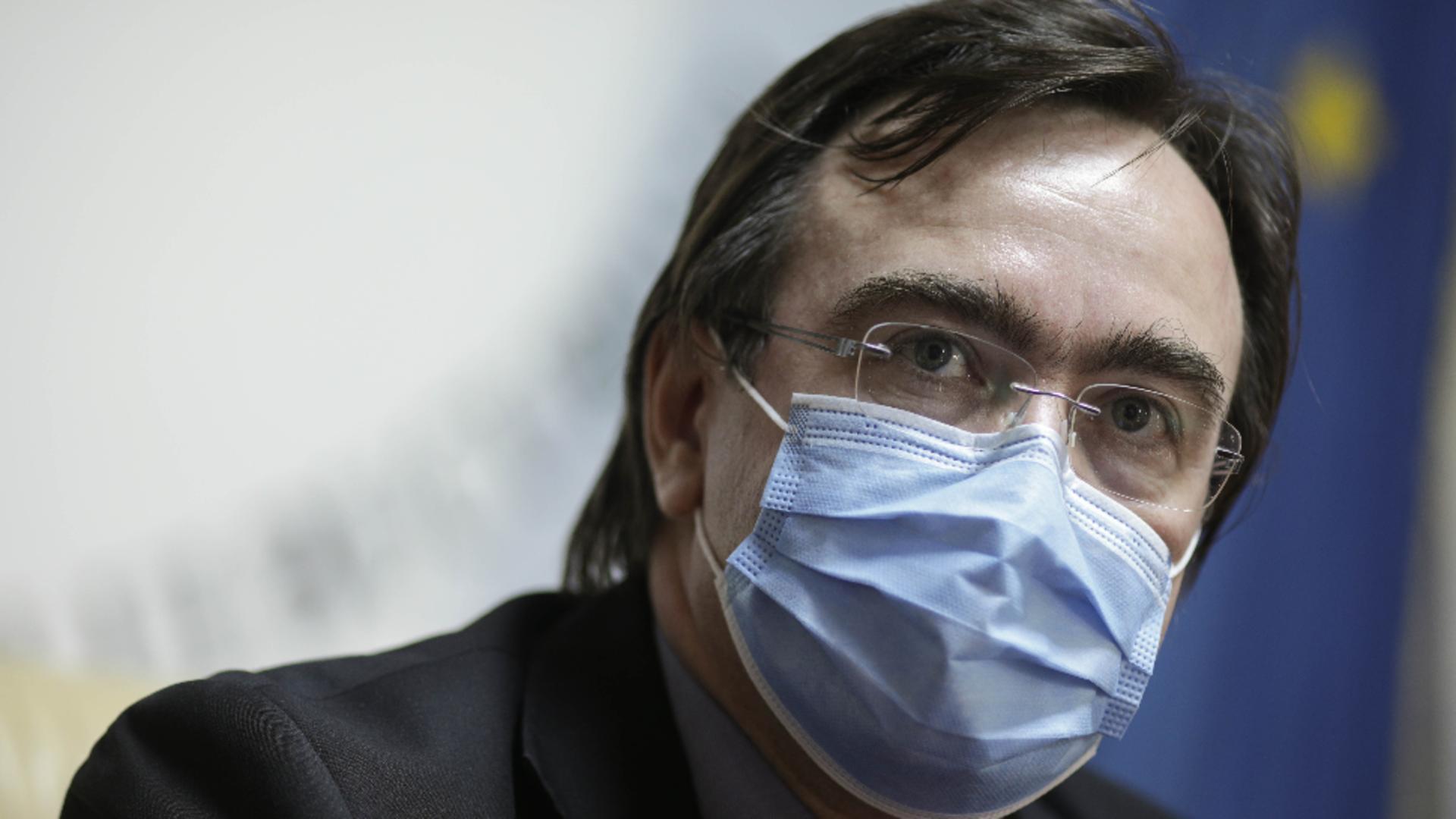 Prefectul Capitalei, Alin Stoica, explicații despre procedurile coronavirus în școală Foto: INQUAM
