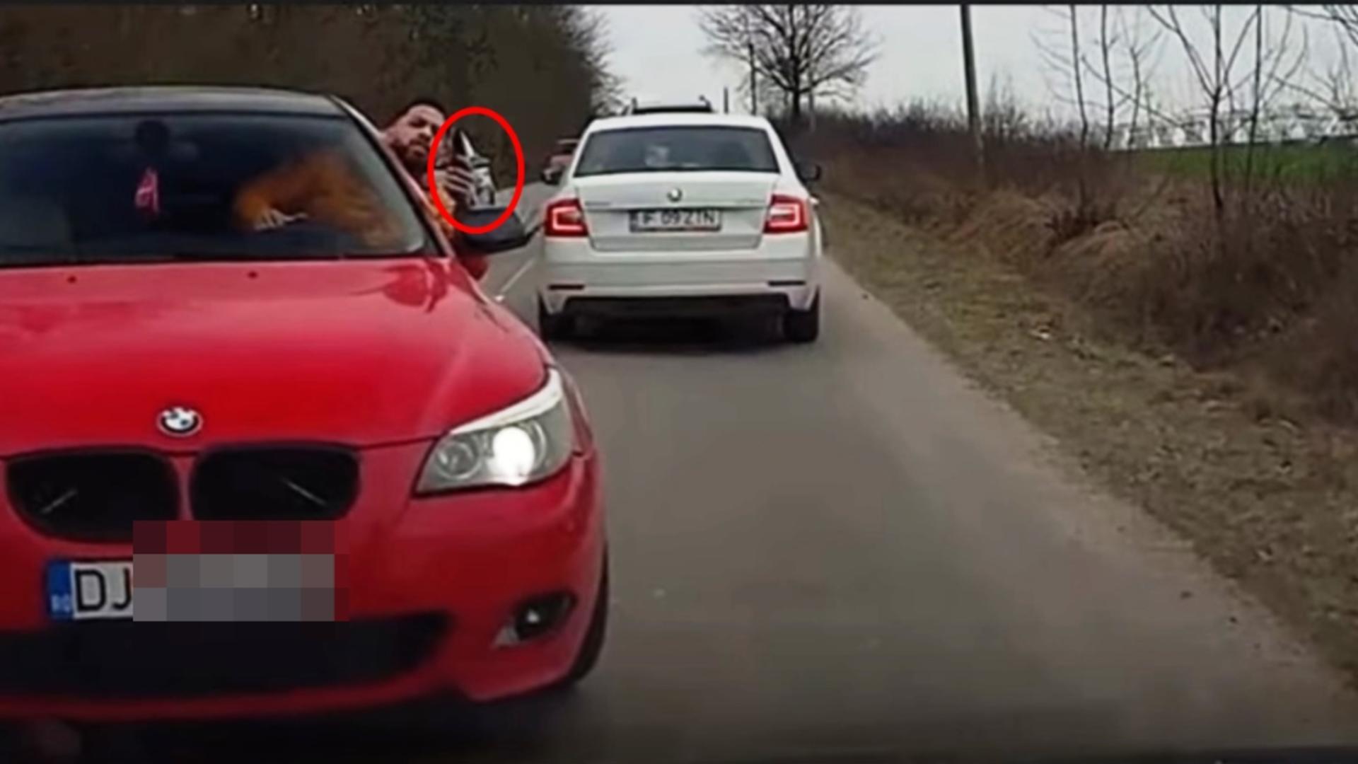 Bărbatul înarmat se afla la volanul unui BMW roşu