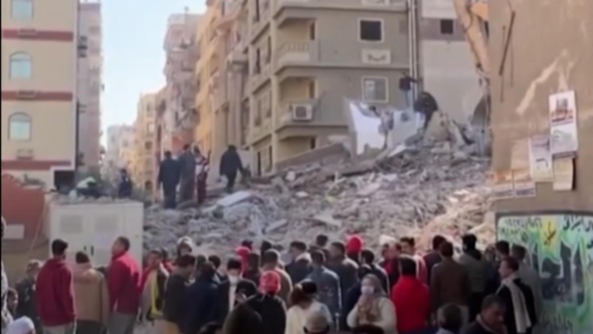 O clădire s-a prăbușit în Egipt. Foto: captură YouTube