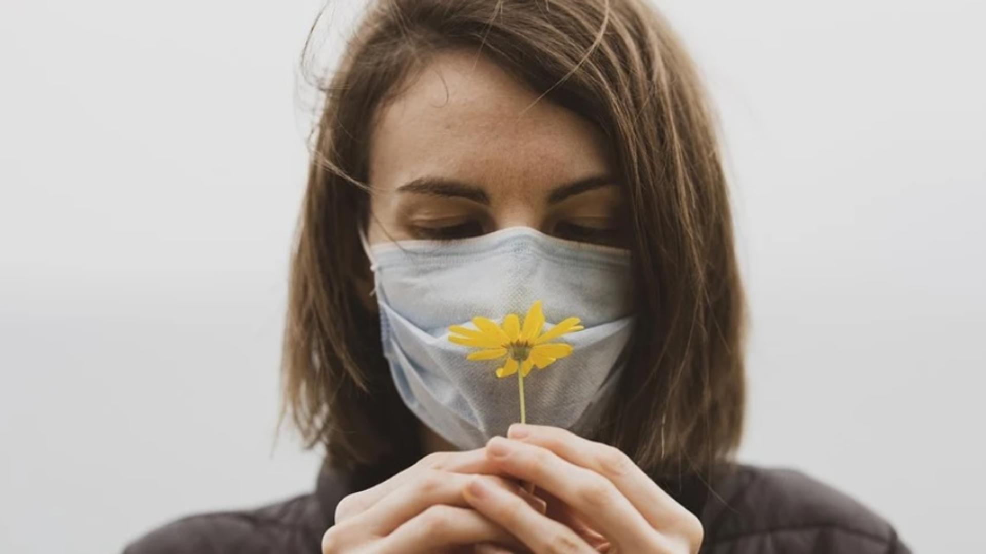 Când vom scăpa de masca de protecție?