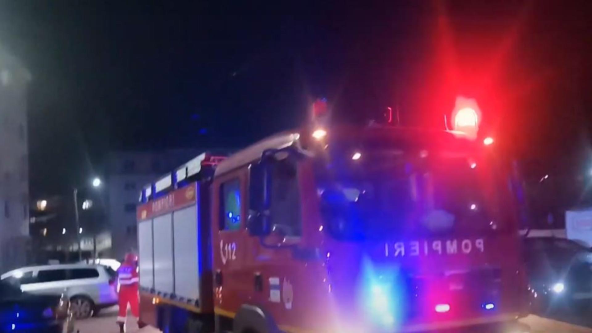 Un bloc din Găești a fost evacuat din cauza mirosului de gaze