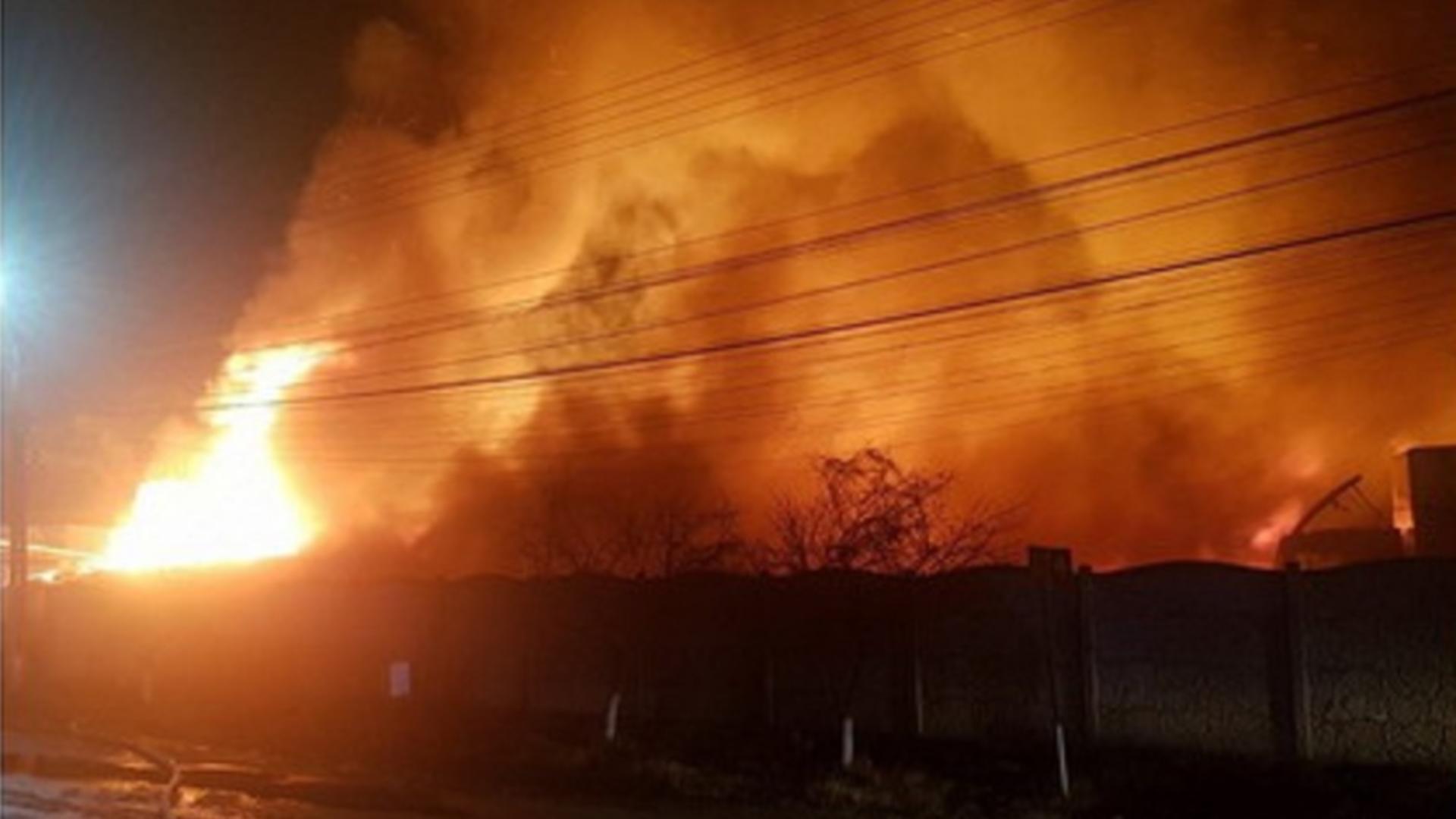 Incendiu hală petrolieră din Prahova