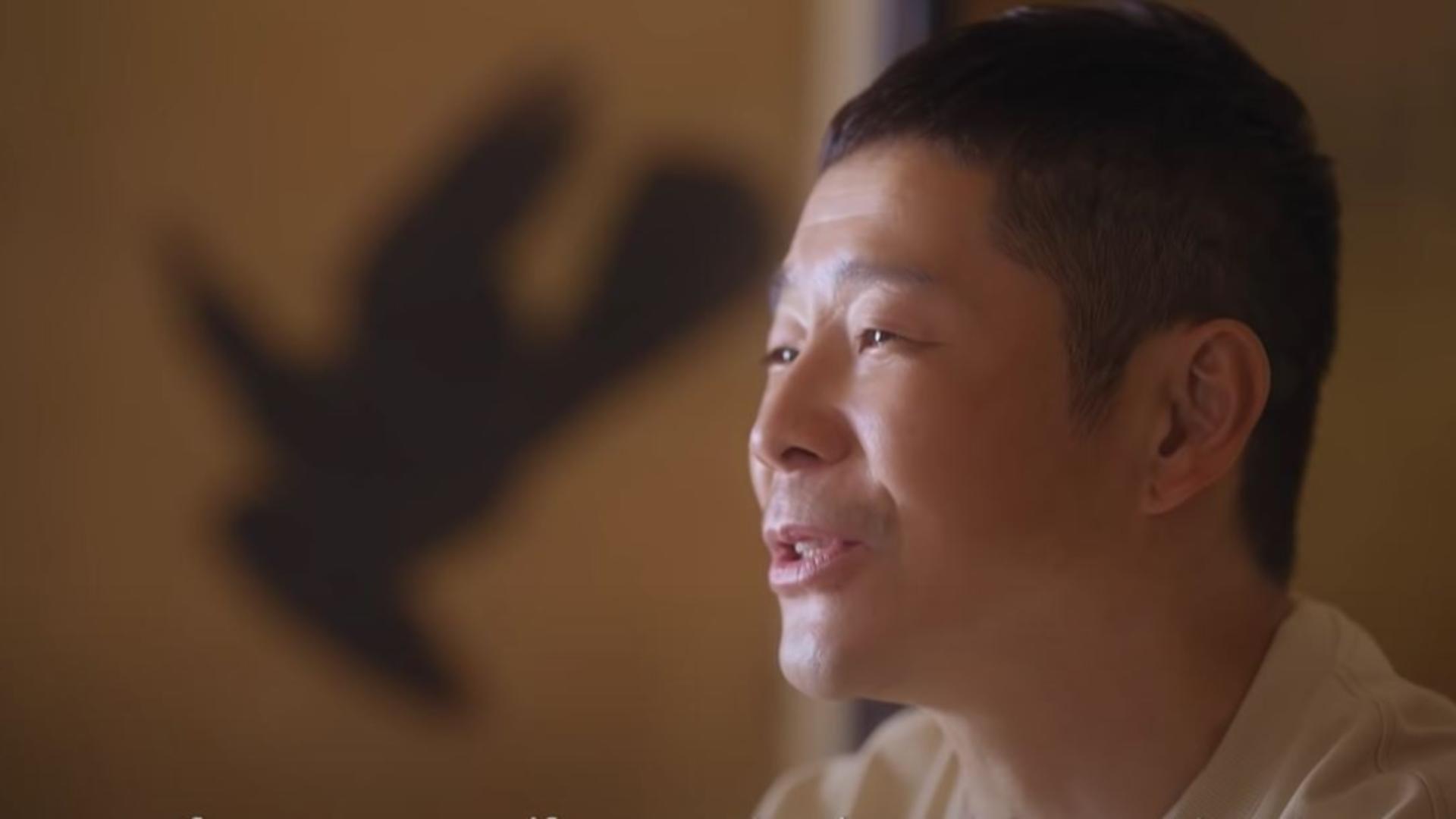 Un miliardar japonez caută 8 oameni care să zboare alături de el pe Lună