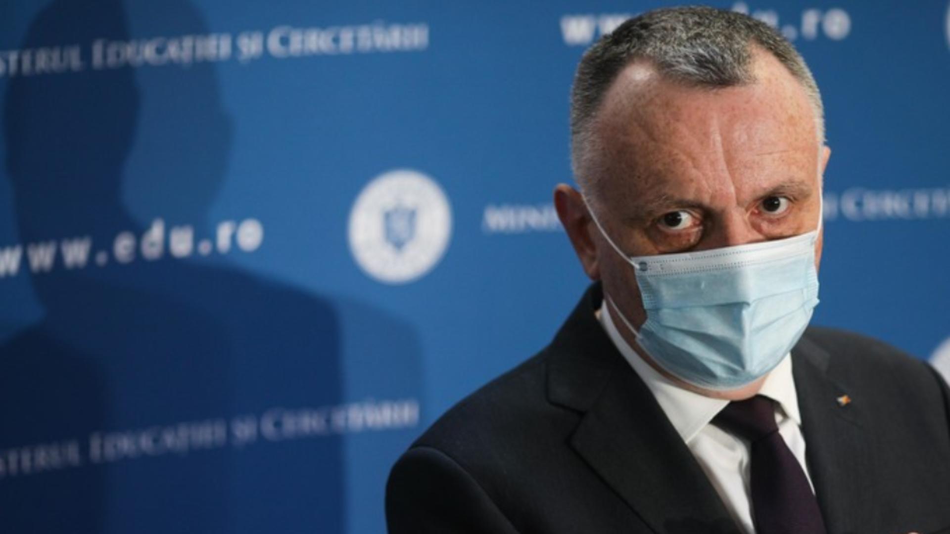 Sorin Cîmpeanu: ,,Ministerul Educației a propus ore remediale pentru tot anul''