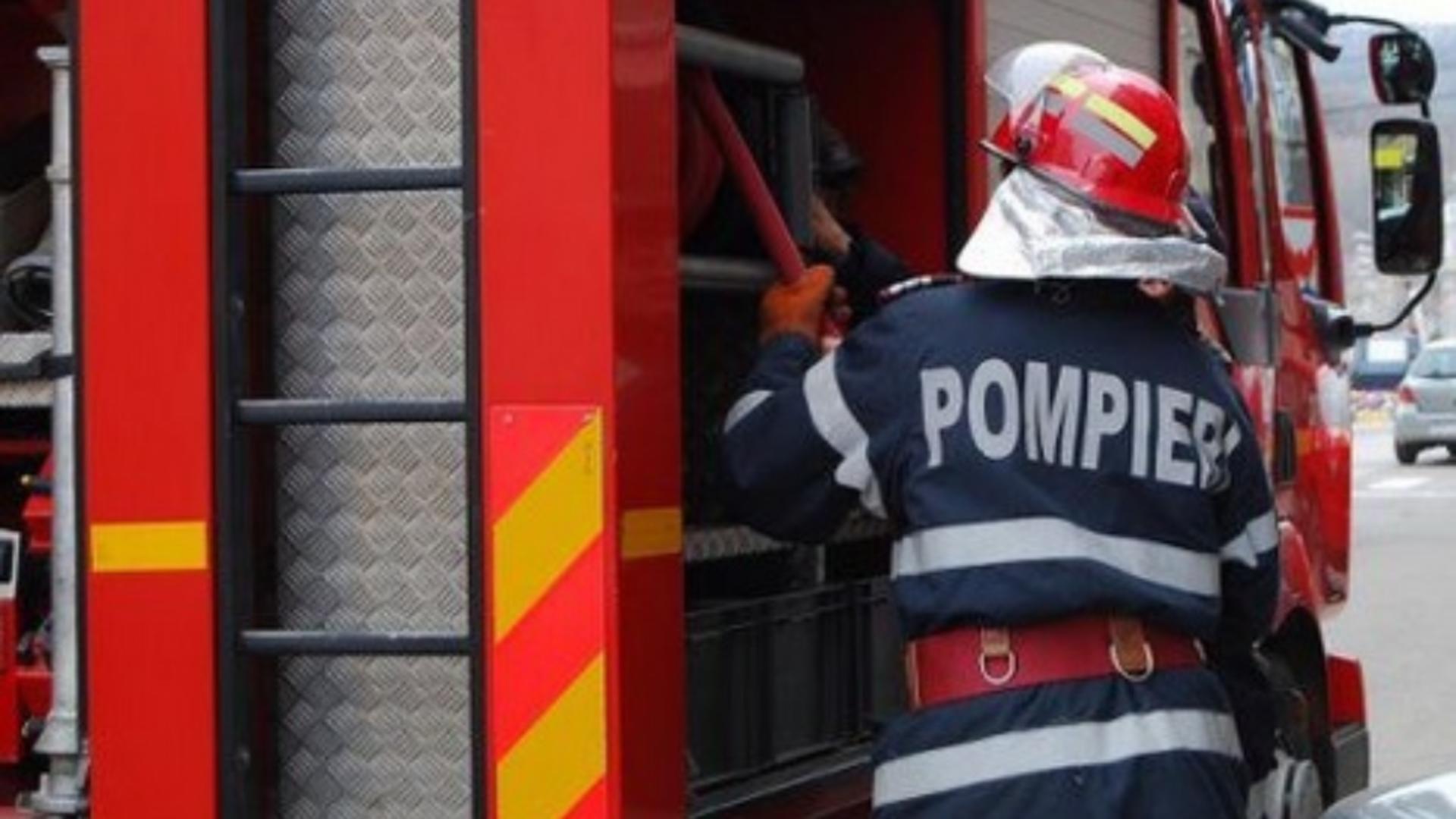 Intervenție de urgență a pompierilor la un incendiu din Dâmbovița