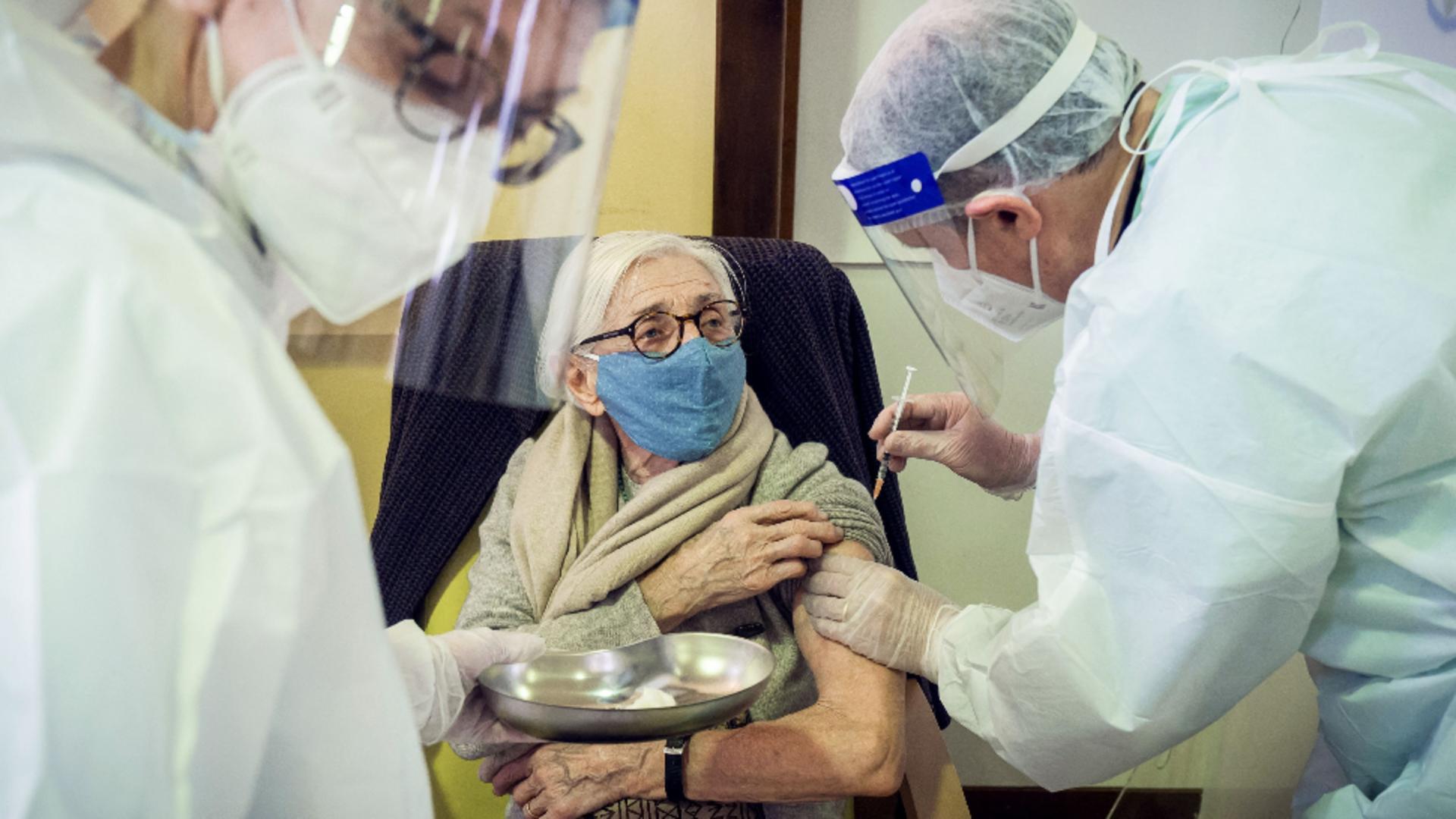 Într-o comună din Iași oamenii nu de vaccinează anti-Covid-19 de frica reacțiilor adverse