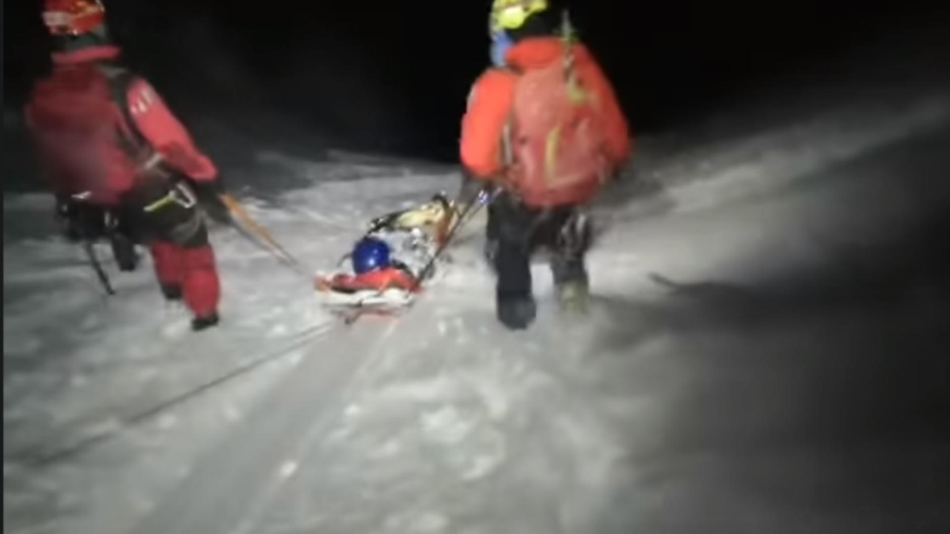 VIDEO Schior salvat de la moarte, într-una dintre cele mai periculoase zone din Bucegi