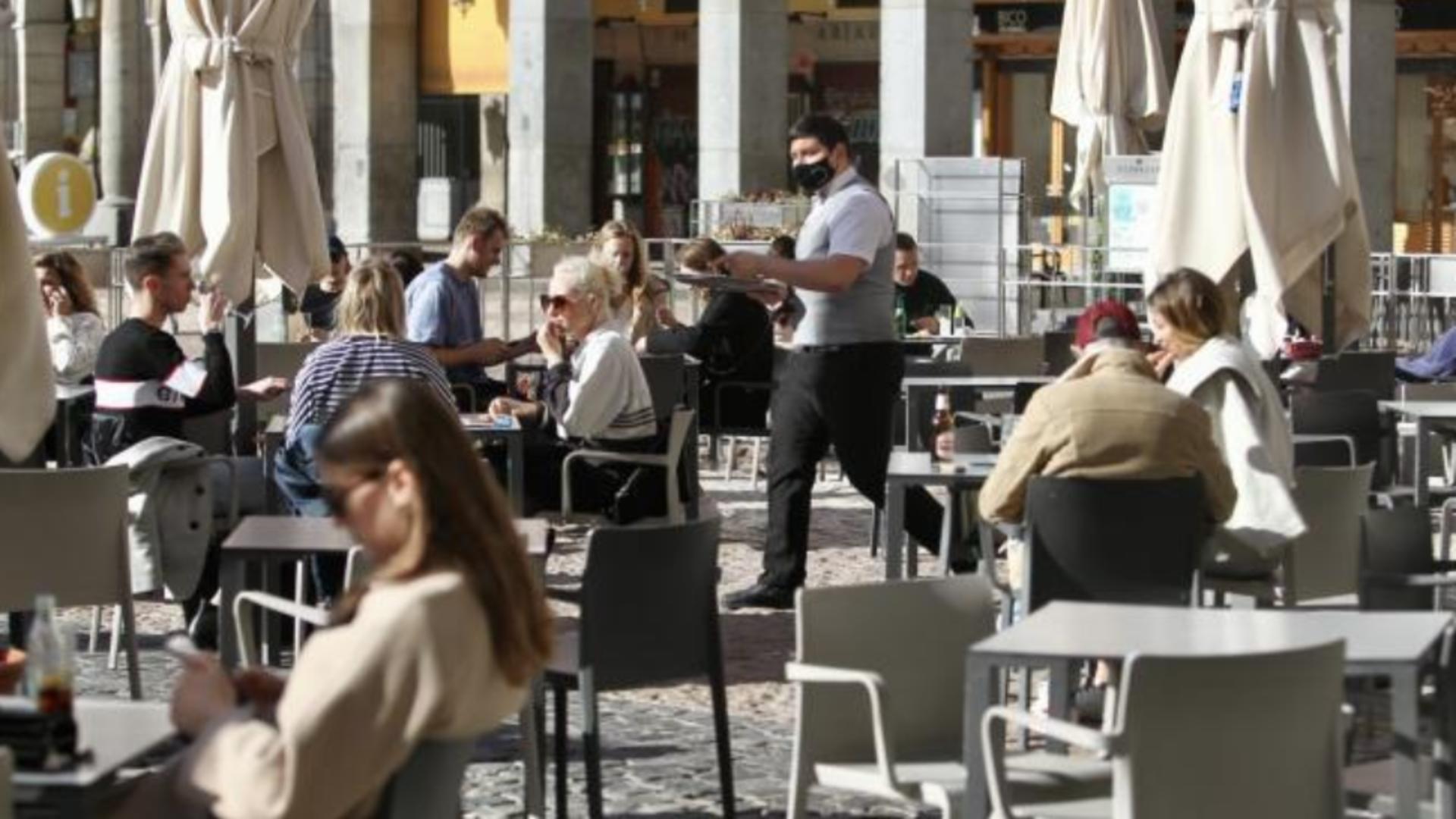 Testarea COVID-19 la intrarea în restaurante, terase