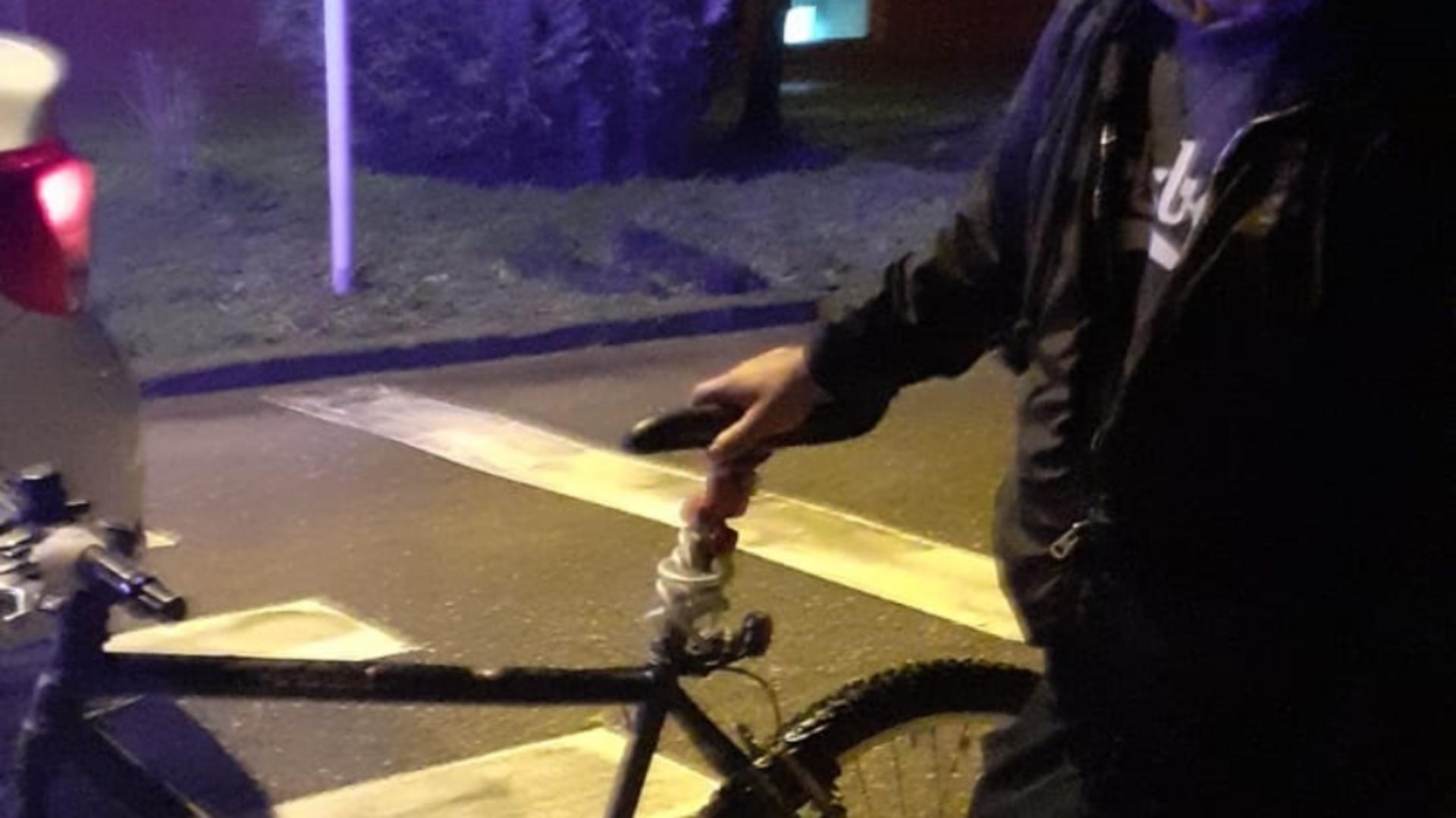 Prins pe bicicleta furată pentru că nu avea lumini
