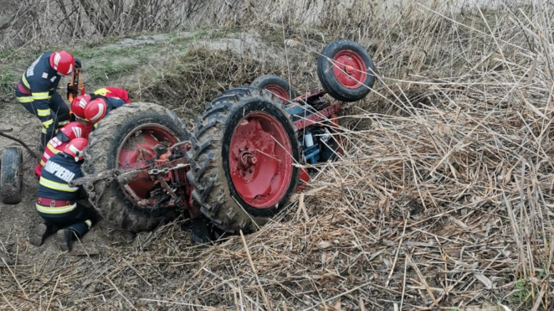 Foto arhivă. Un bărbat din Alba și-a pierdut viața după ce a cazut sub tractor