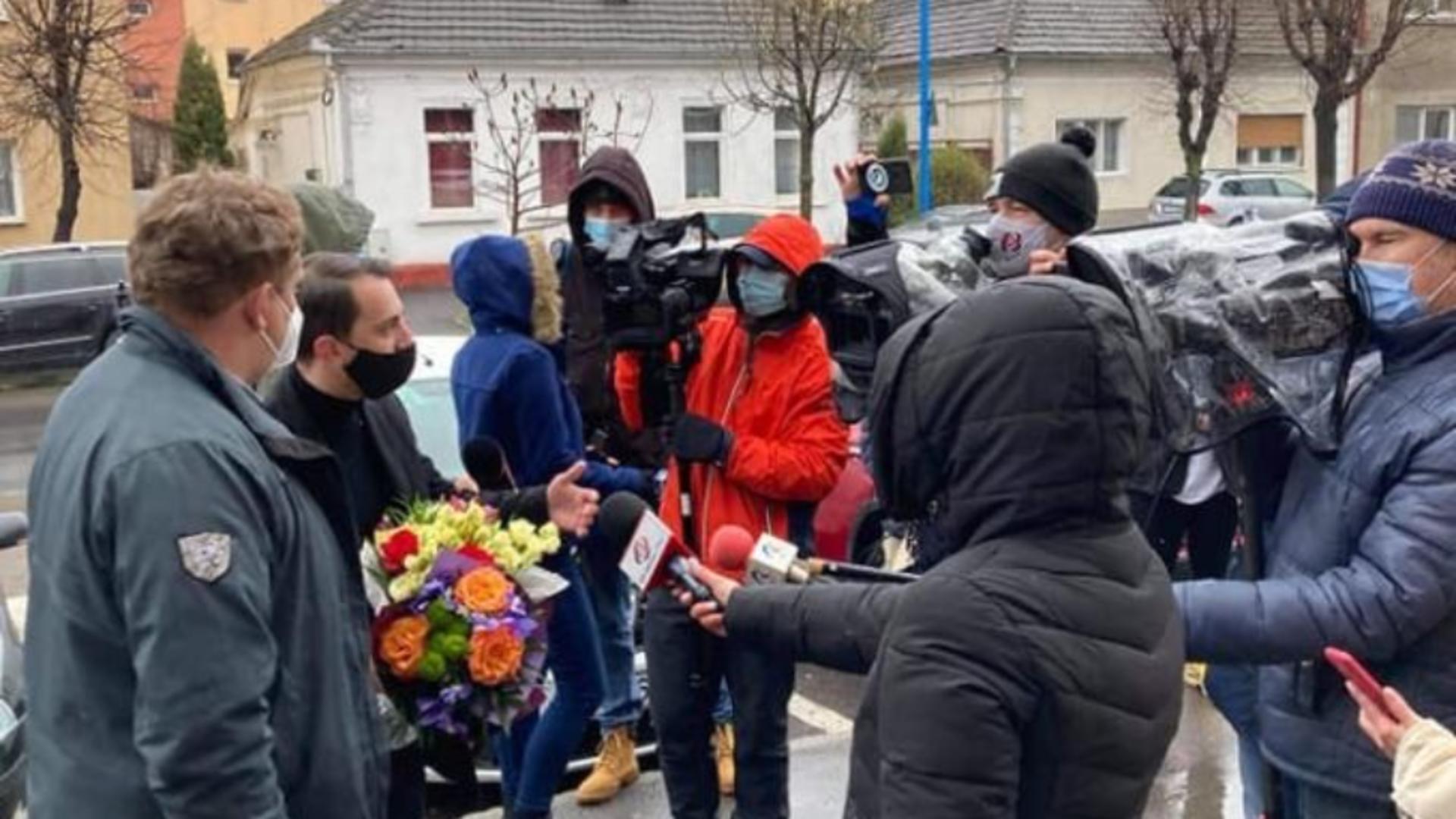 Andreea Moldovan, primita cu flori/sursa foto: BIZ Brasov