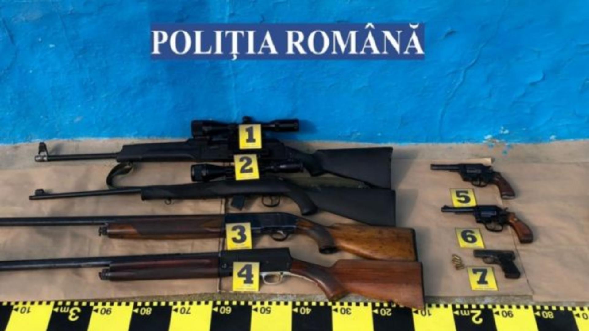 Femei arestate pentru trafic de arme