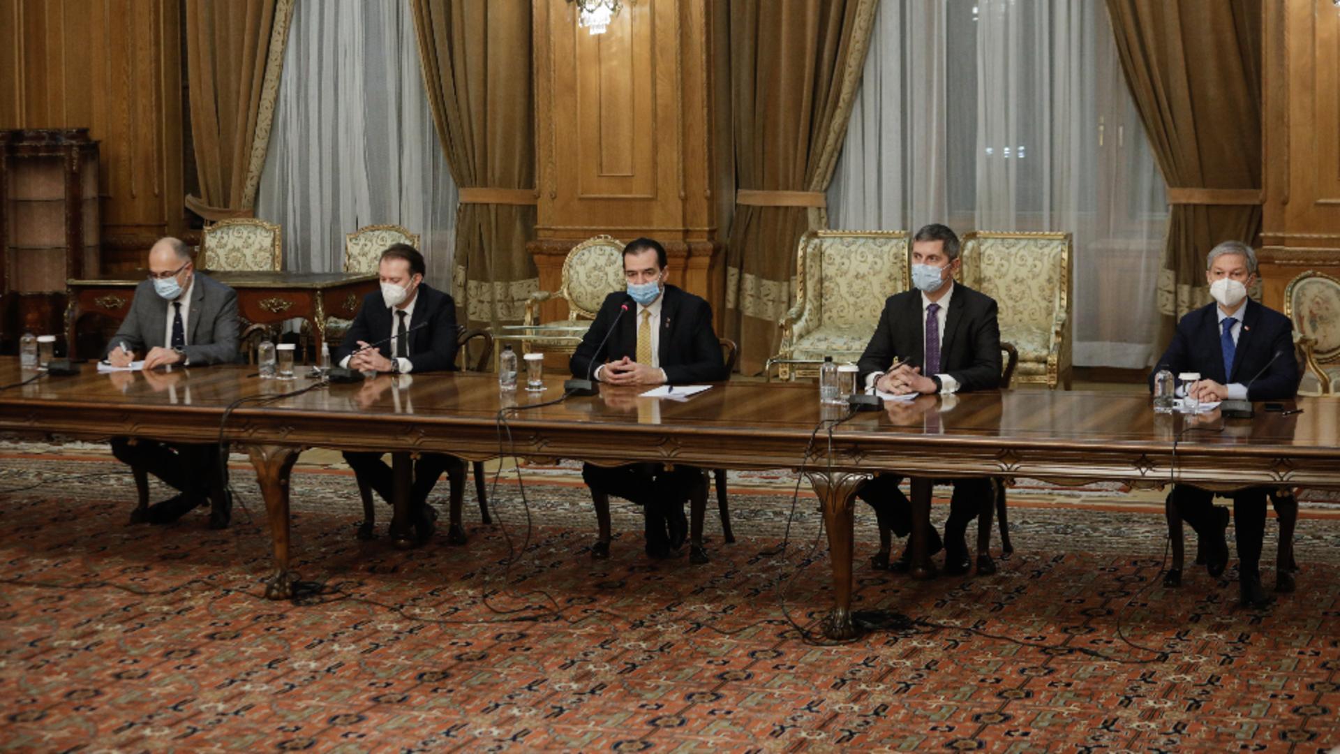 Coaliția de guvernare stă pe un butoi cu pulbere / Foto: Inquam Photos
