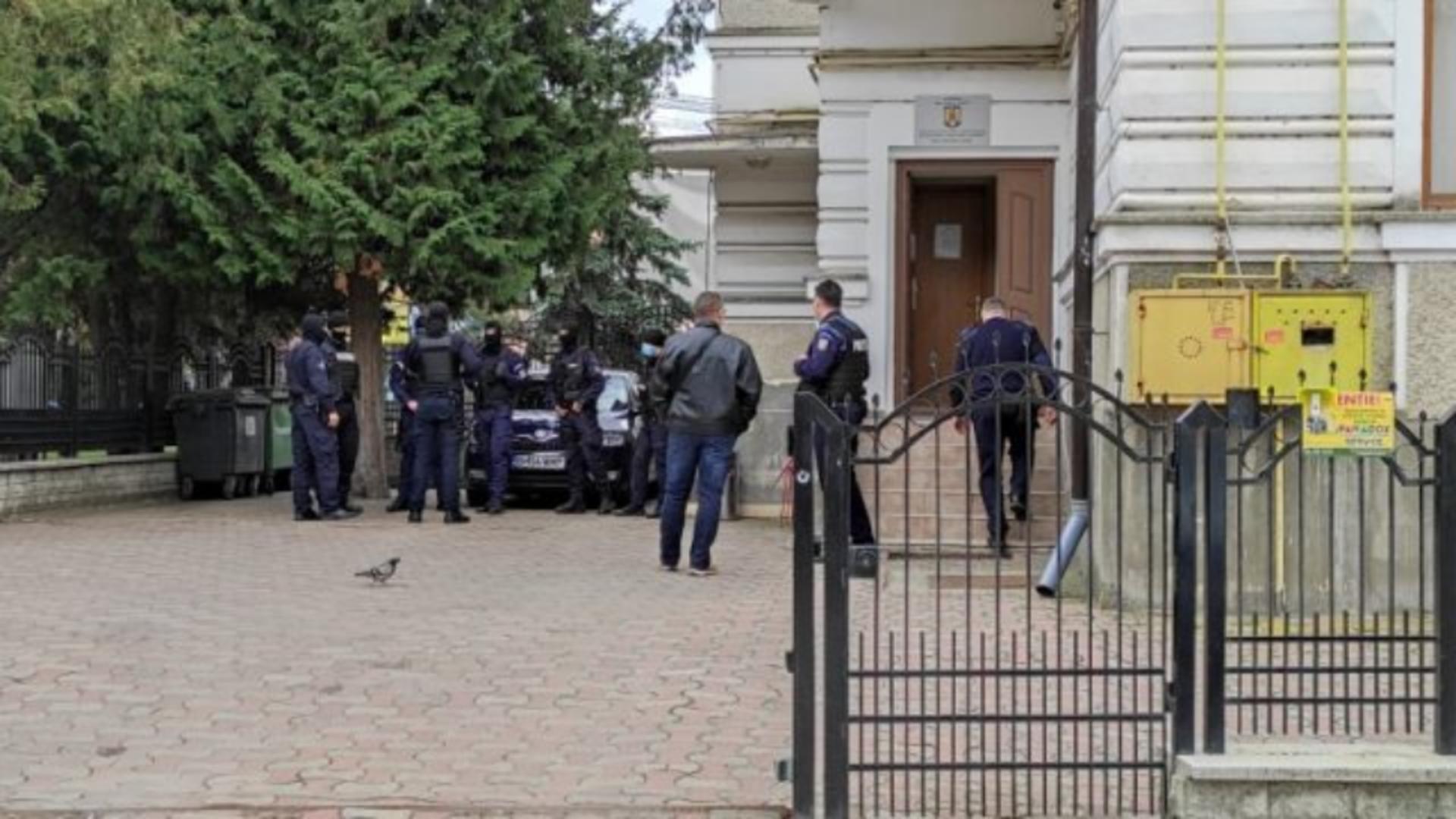Arestari in dosarul cluburilor de fite din Neamt (sursa foto: mesagerulneamt.ro)