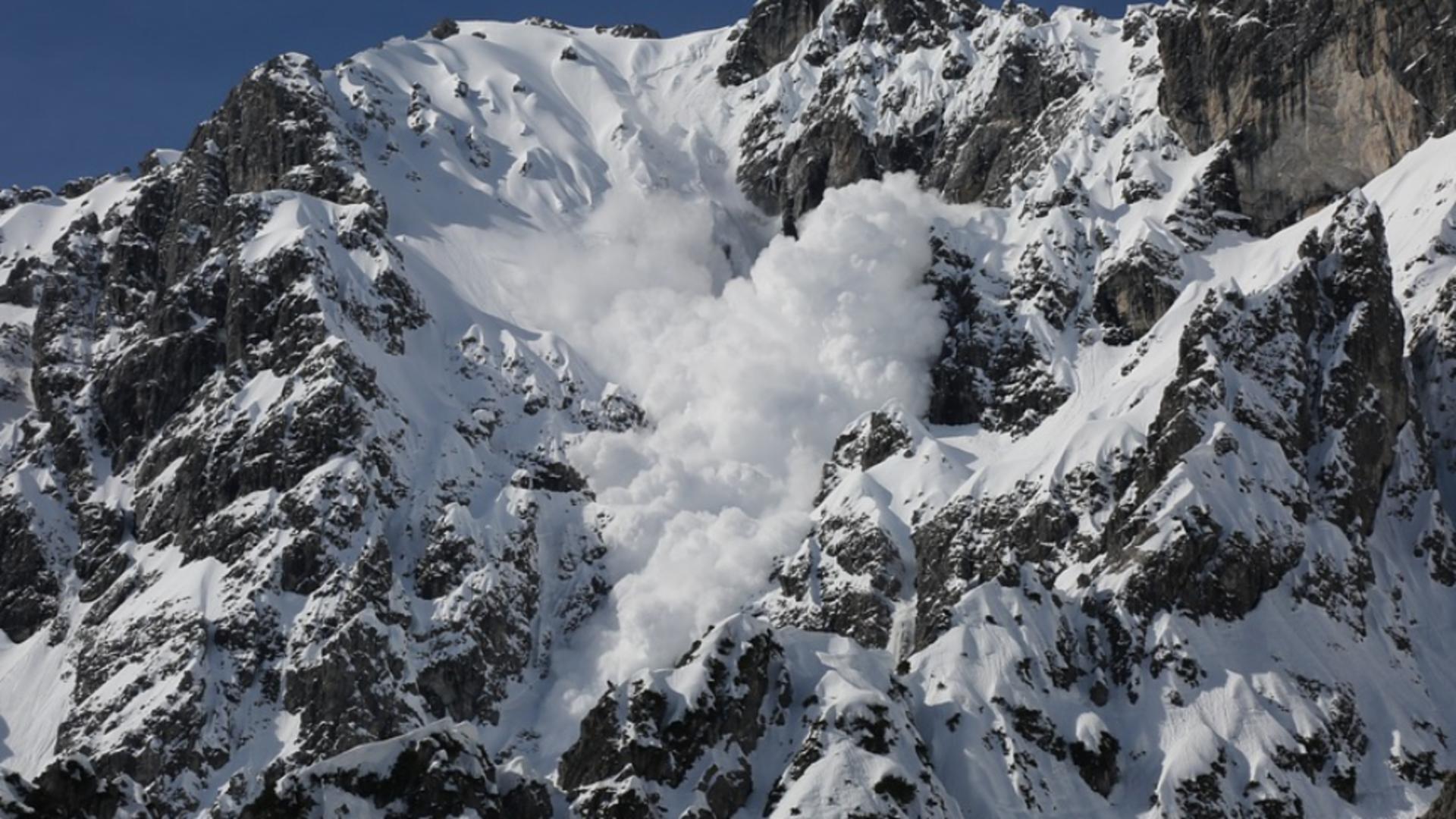 Schiori surprinși de avalnșă lângă Bâlea Lac, salvați în ultimul moment de salvamontiști