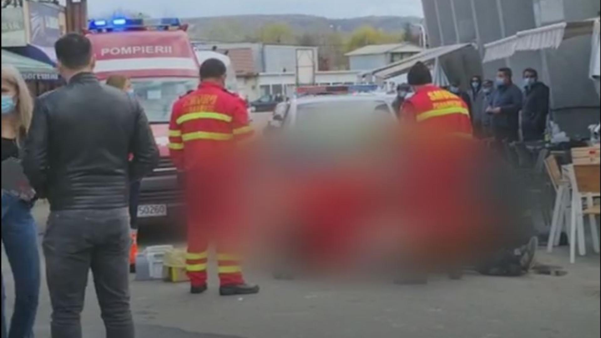 Un bărbat a făcut infarct și a murit într-un incendiu izbucnit la terasa unde bea. Foto/Captură video