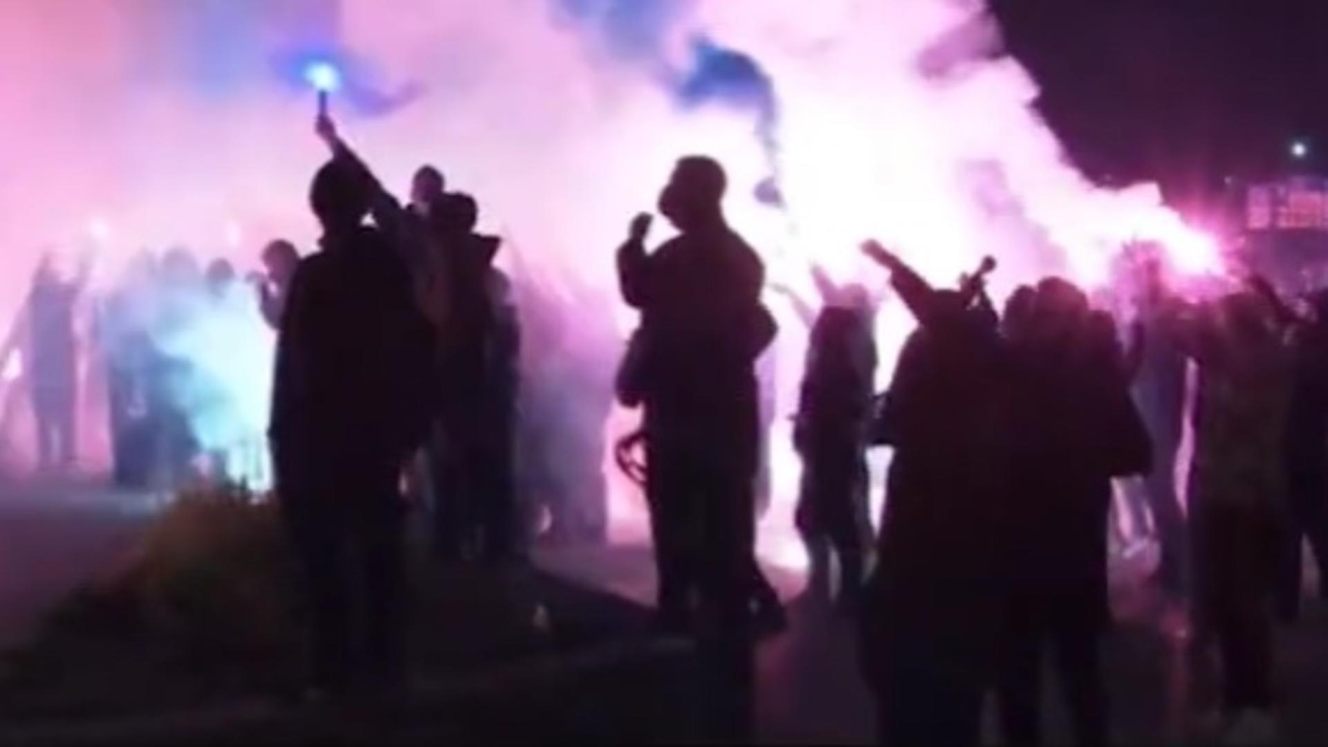 Mai mulți susţinători ai FC U Craiova au fost, azi-noapte, la stadion