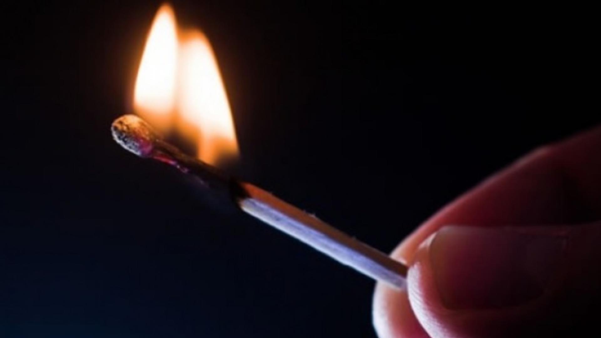 Doi copii, de 5, respectiv 9 ani, au fost arşi după ce s-au jucat cu benzină și foc