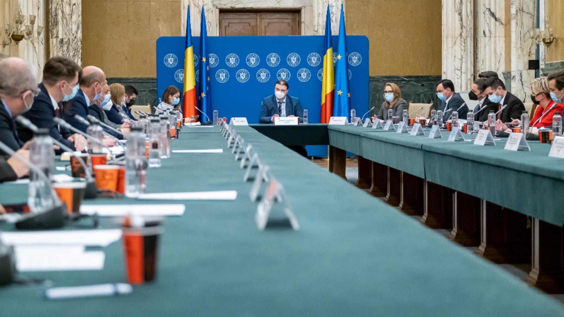 Revenirea României la normalitate din 1 iunie 2021, în linie dreaptă - Decizii Comitet interministerial