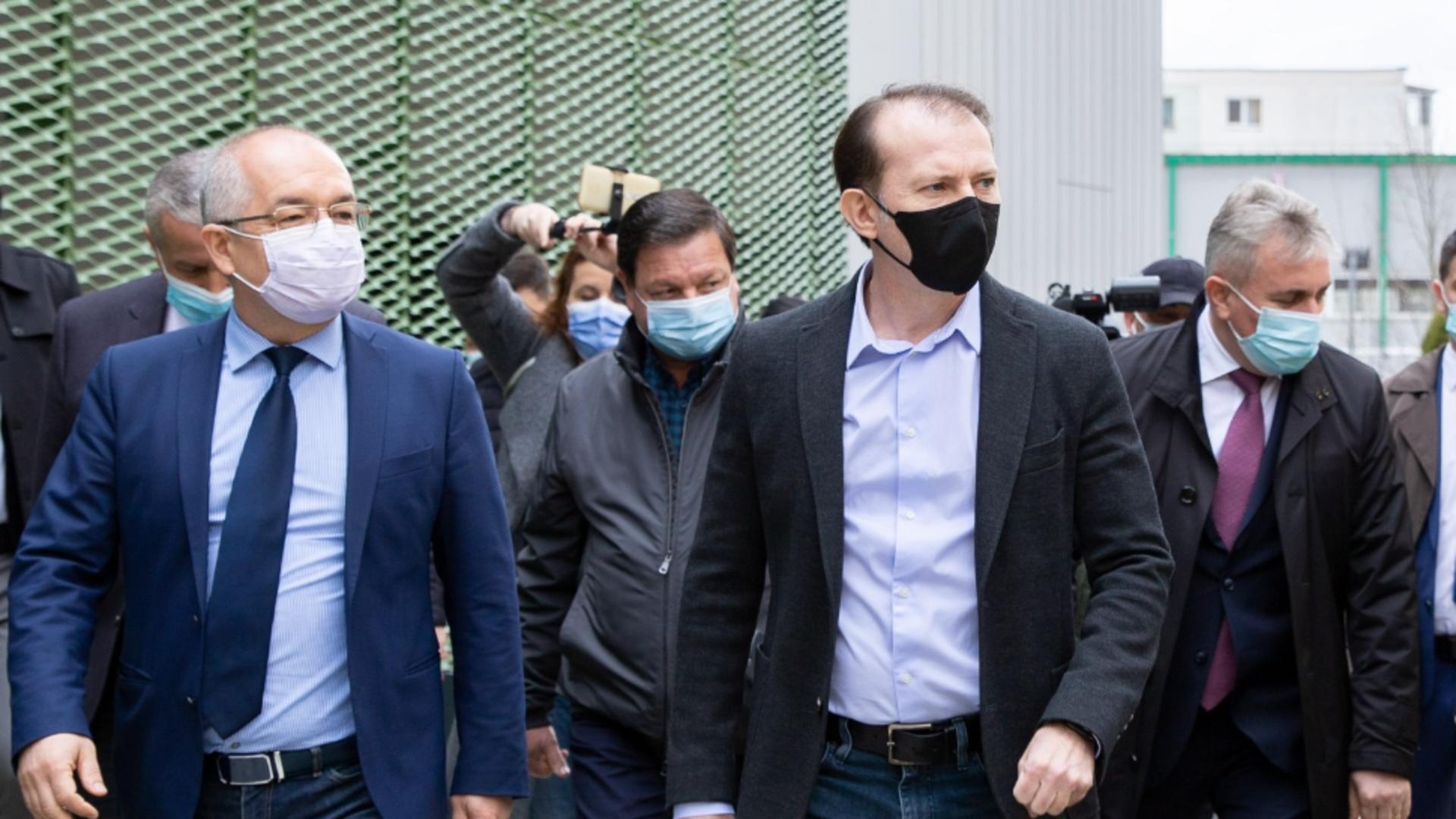 Florin Cîțu anunță că valul trei este în scădere și că e bine că România nu a închis economia Foto: Facebook.com