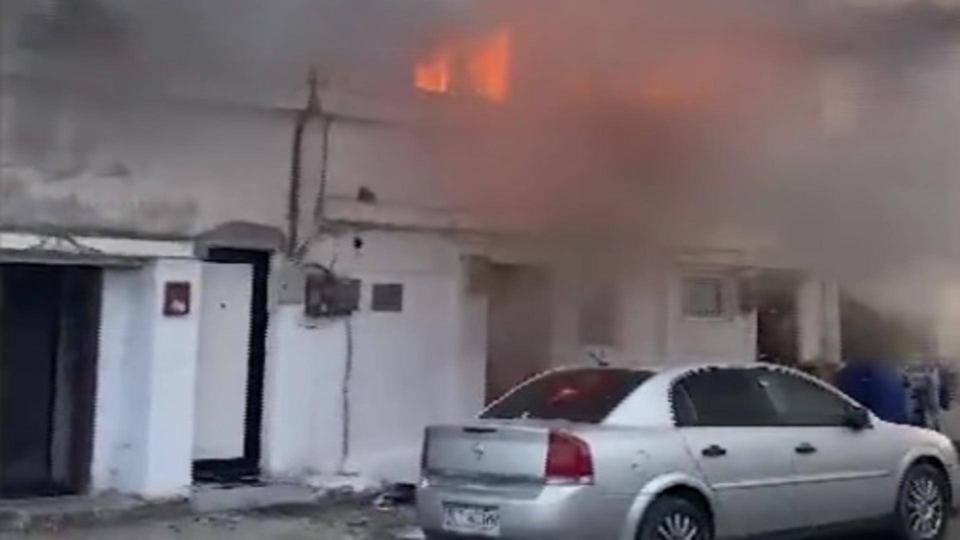 Un incendiu de proporţii a izbucnit într-un cartier din Constanţa