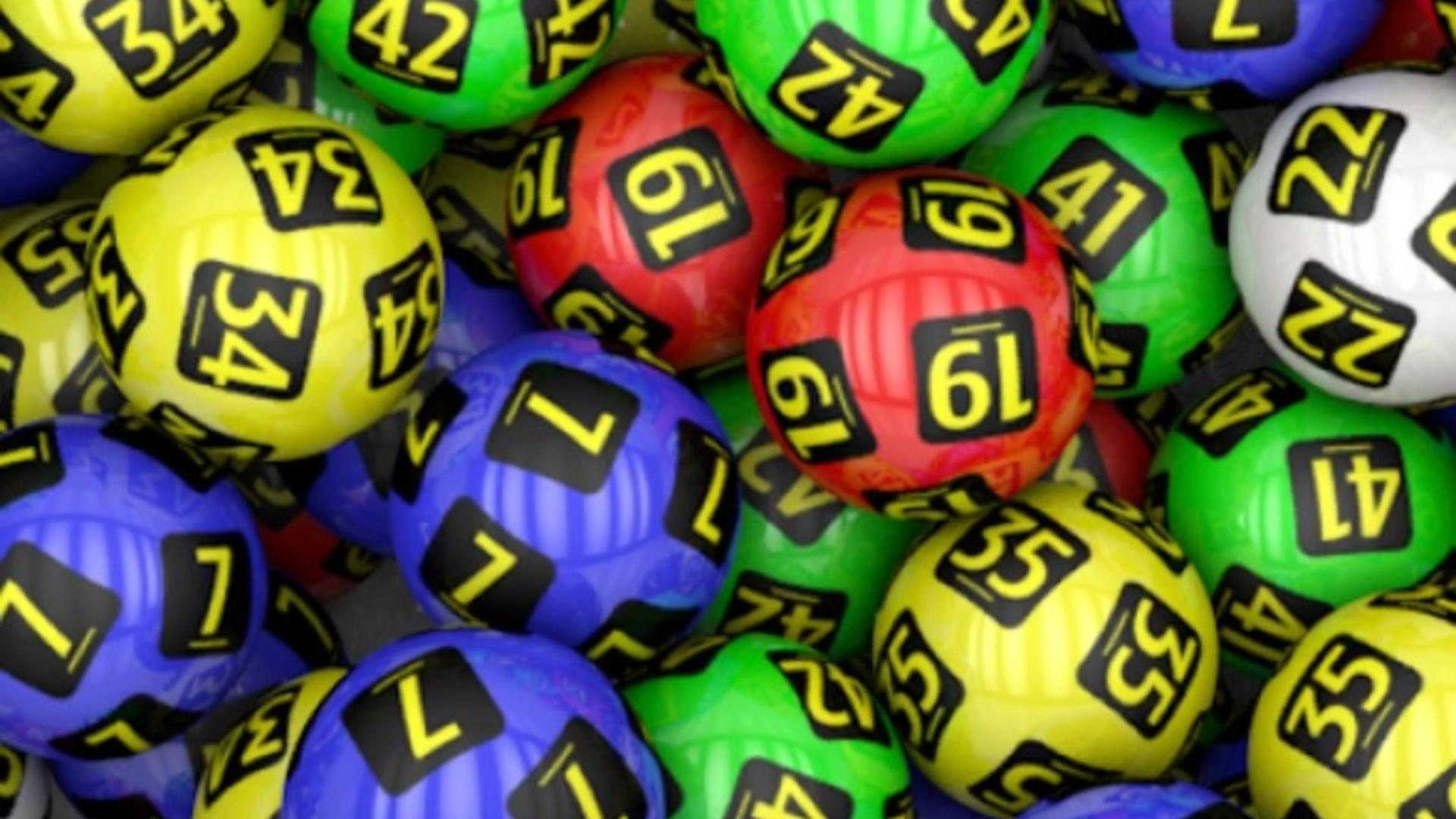 Un bătrân de 80 de ani, din Marea Britanie, a câștigat peste 100.000 de lire sterline la loterie