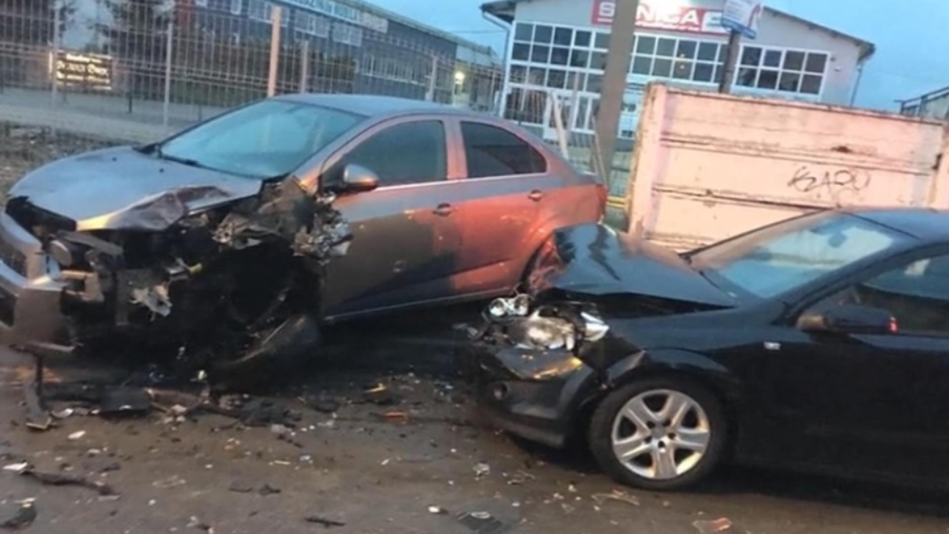 Pe 14 aprilie, tânărul a lovit 12 mașini, într-o parcare din Brașov