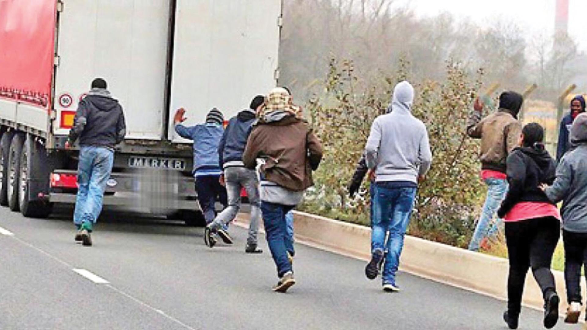 Migranti descoperiți în remorca unui TIR